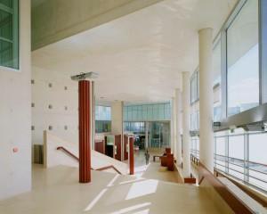 Palais de justice de Pontoise - Salle des pas perdus ((c)Henri Ciriani - 2006)